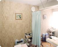カーテンで仕切られた個室